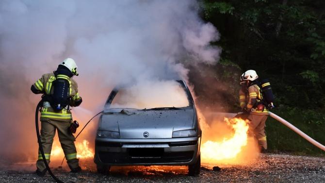 Кола се самозапали на пътя Пловдив - Първомай