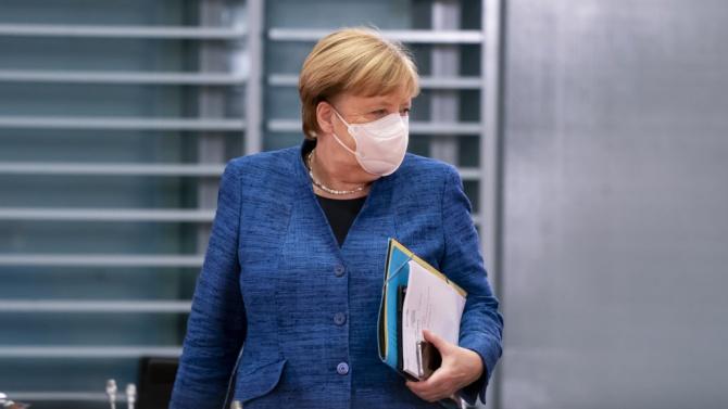 Германският канцлер призова отново сънародниците си да ограничат социалните си