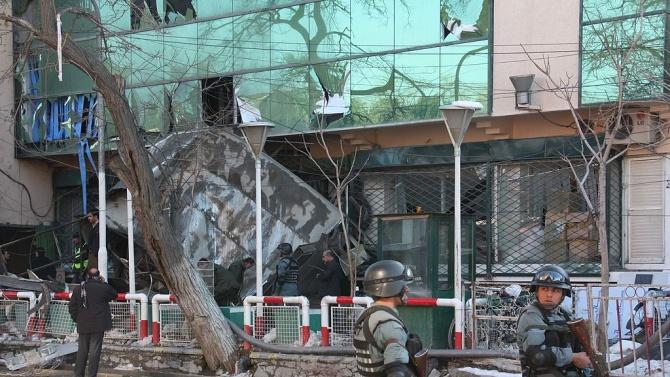 Атентатор камикадзе уби 13 души и рани 30 в Кабул