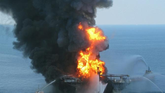 Експлозия на руски танкер в Азовско море, трима моряци са в неизвестност