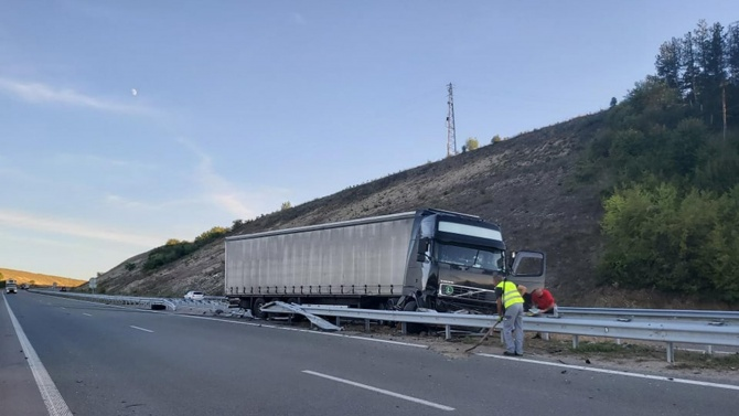 ТИР аварира по пътя Димово - Ружинци