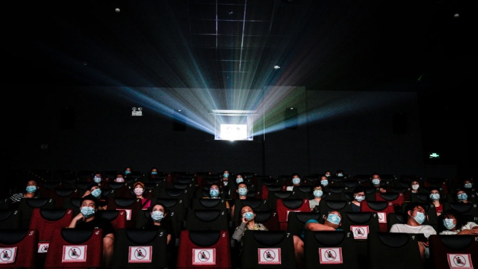 Италия затваря театрите, киносалоните и спортните зали