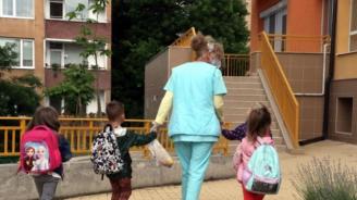 За да получите детски надбавки ще трябва да подадете декларация в социалните служби