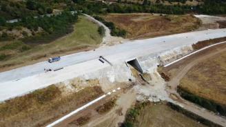 Напредва изграждането на автомагистрала