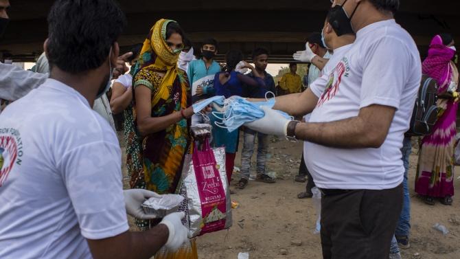 Хиндуистките празници в Индия пораждат опасения от нова вълна на заразата