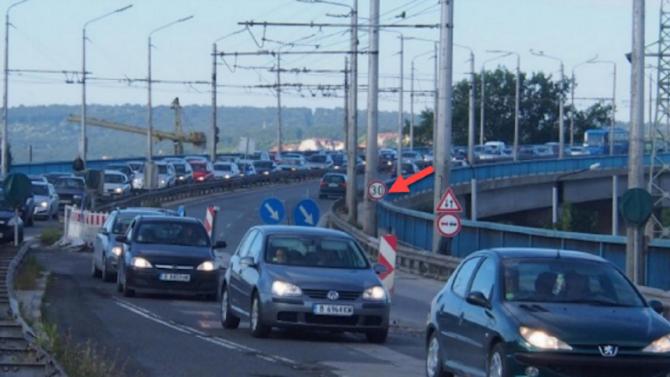 """Излезе доклад за причините за падналия камион от """"Аспаруховия мост"""""""