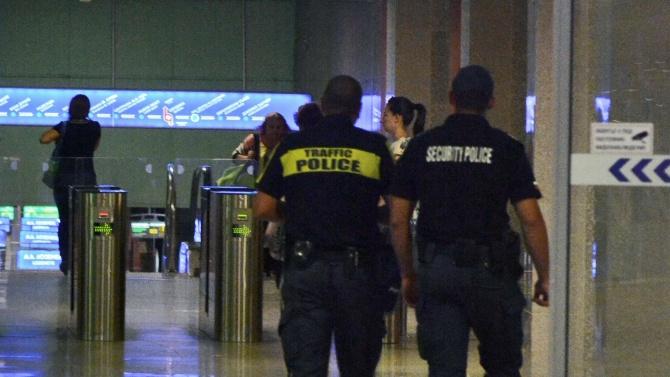 Полицай удари 16-годишен ученик в метрото заради липса на маска?