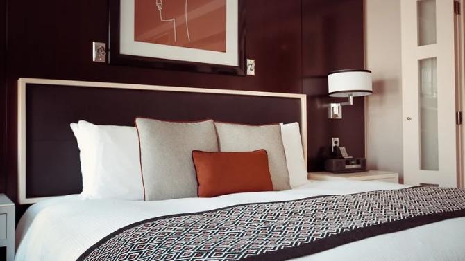 Близо половината от хотелиерите свалят цените на нощувката
