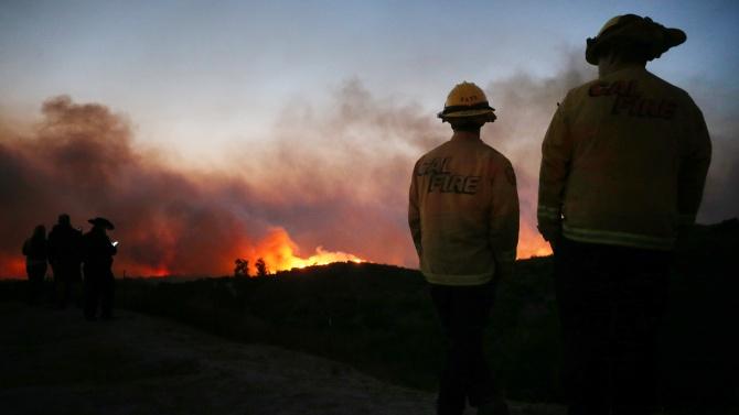 Eвакуират 60 000 души заради горски пожар в щата Калифорния