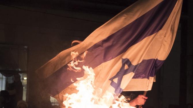 Арменци запалиха израелския флаг в Ливан