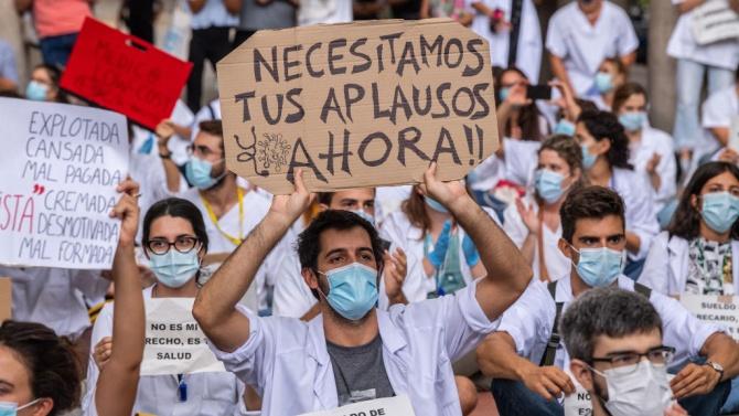 Насред пандемия: лекарите в Испания обявиха национална стачка
