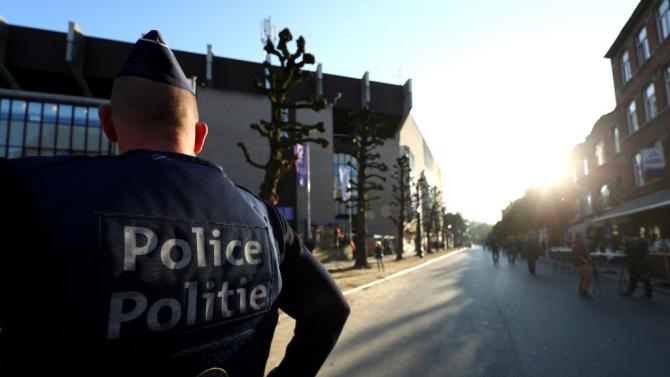В Брюксел арестуваха радикалист, въоръжен с брадва, сатър и чук