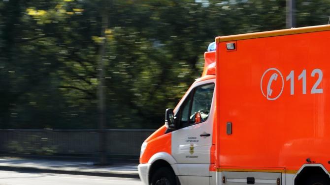 Шофьор се заби в линейка на Орлов мост