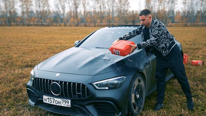 В гнева си мъж подпали собствената си кола за 150 хиляди евро