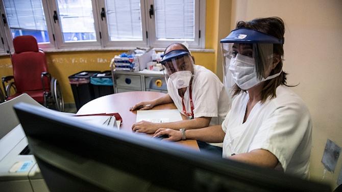 Лекари и сестри от други отделения на УМБАЛ-Бургас започнаха дежурства при пациенти с COVID-19