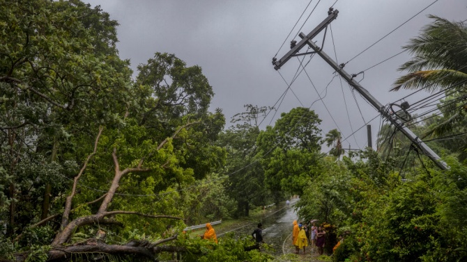 Тайфунът Молаве премина през Филипините и остави след себе си