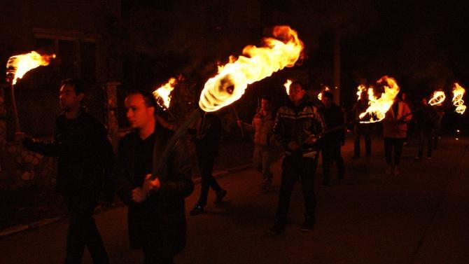 НА ЖИВО: Факелно шествие в 111-тата вечер на протести в София