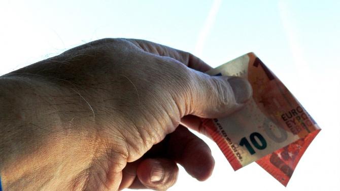 Мъж от добричко село опита да бутне подкуп в евро на полицаи