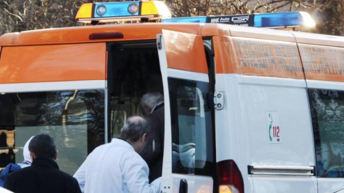 62-годишен пешеходец е откаран в болница, след като е блъснат
