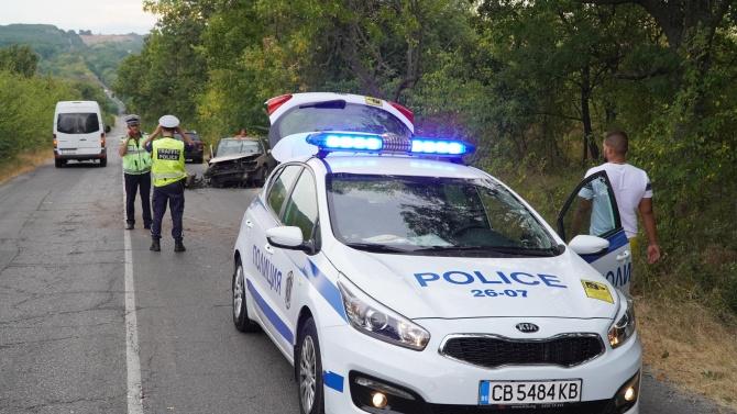 20-годишен е с опасност за живота след катастрофа в Разградско