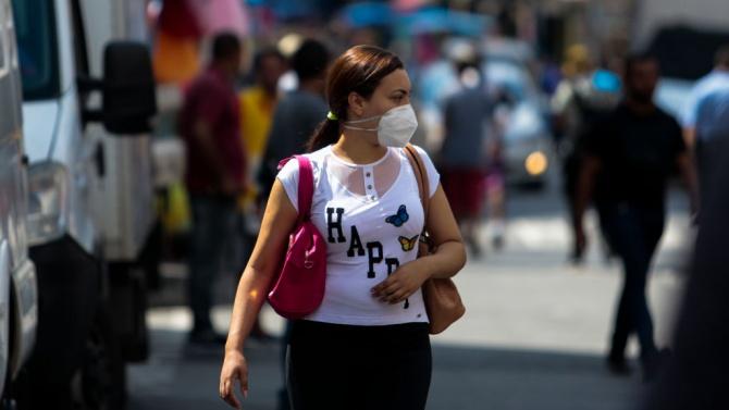 От днес носенето на маска на открито е задължително в