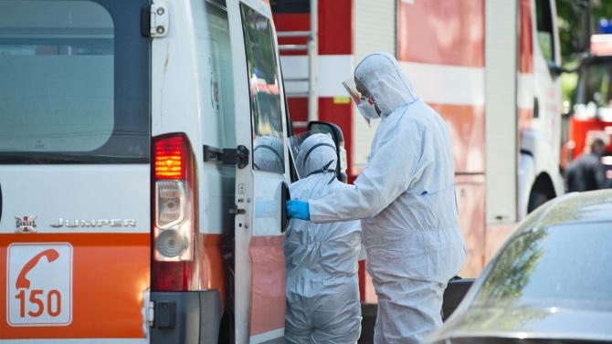 Линейка с пациент обиколи няколко болници в София