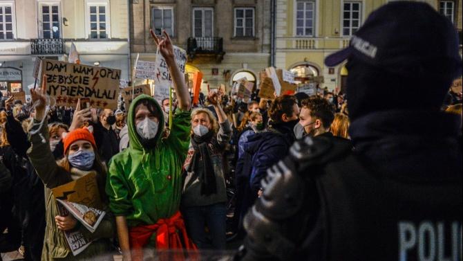 Хиляди отново протестираха срещу забраната за аборти в Полша