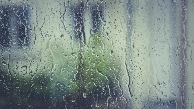 Жълт код за интензивни валежи е в сила за 5 области в страната