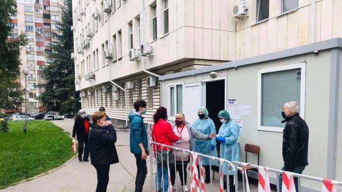 Доброволци от структурите на ГЕРБ в Русе подпомагат екипите на болниците