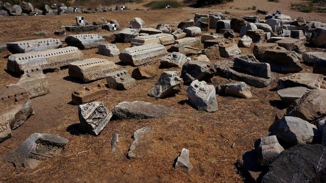 Археолози откриха цяла мраморна маса от 4-5 век в крепостта Петрич кале