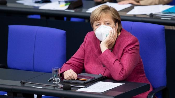 """Меркел разкритикува в Бундестага """"лъжите и дезинформацията"""" за пандемията"""