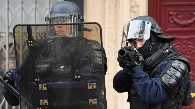 Шефът на френското МВР: Ще бъдем твърди!