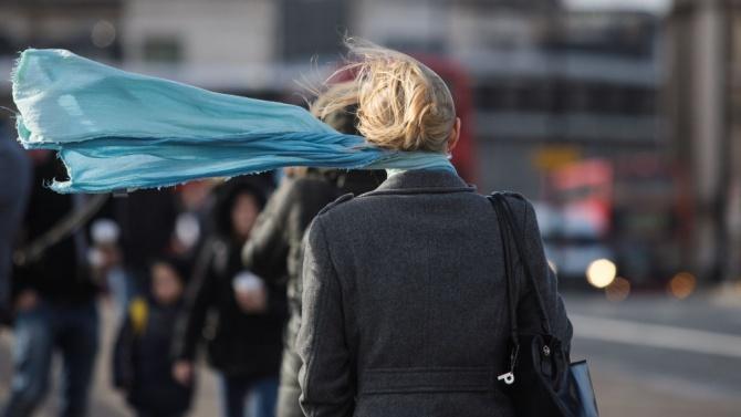 Обявиха жълт код за силен вятър за 10 области на страната