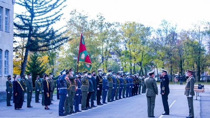"""Офицерите от випуск """"Добруджански"""" на Военна академия """"Г.С.Раковски"""" получиха днес дипломите си"""