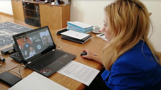 """Марияна Николова проведе видеоконферентна връзка с ръководители на """"ДЕР туристик"""""""