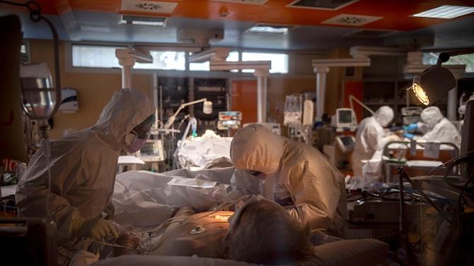 Великобритания регистрира 24 405 нови случая на COVID-19, Италия и Испания отчетоха рекордни увеличения заразените