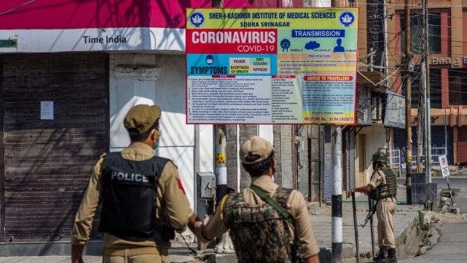 Пакистан също наложи ограничения заради ръст на новозаразените