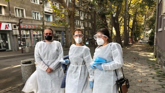 Снимка: Депутати и общински съветници от ГЕРБ станаха доброволци в РЗИ-Бургас