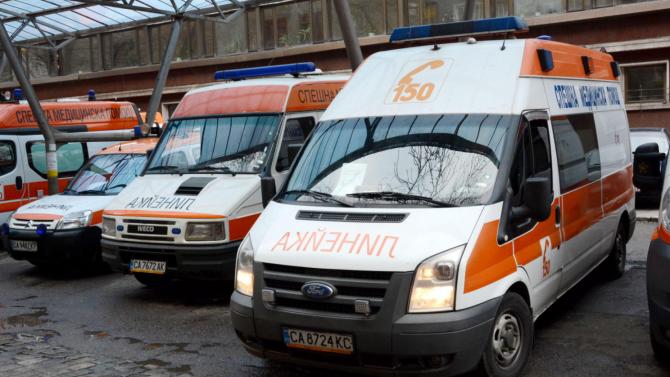 33-годишен мъж с COVID-19 почина, докато чака линейка