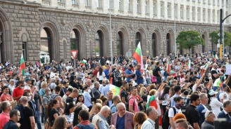 НА ЖИВО: Какво е бъдещето на партиите в център-дясно и замират ли протестите?