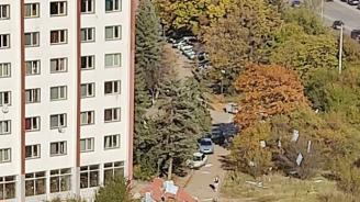 Силен вятър събори изолацията на блок в Студентски град