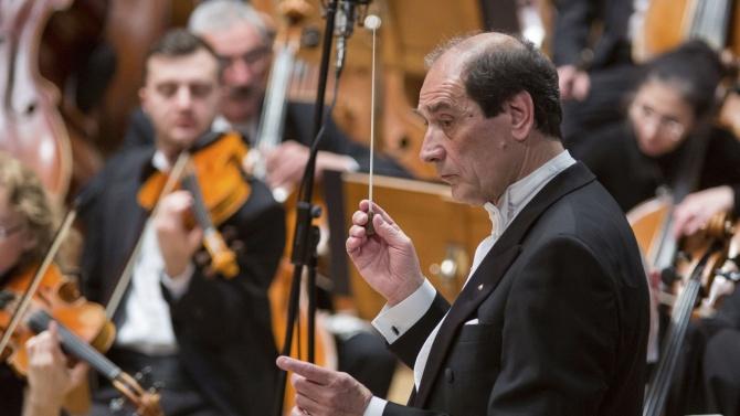 Емил Табаков ще дирижира Софийската филхармония на 12 ноември