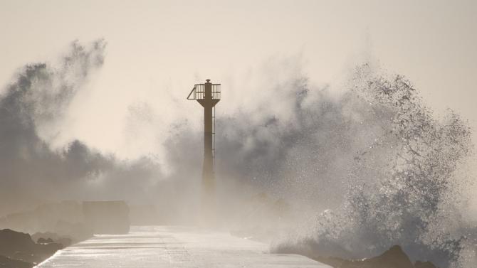 Тайфунът Гони отне живота на най-малко 20 души във Филипините