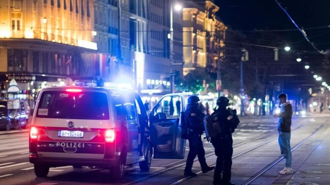 Все още се издирва най-малко един заподозрян за атентатите във Виена