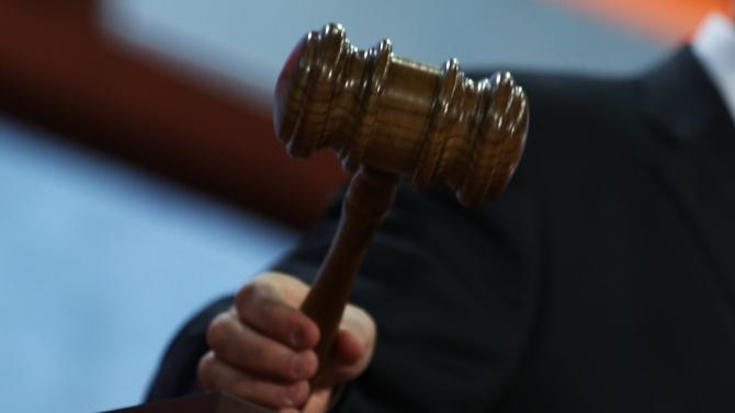 Съд в Лион осъди на по една година затвор двама