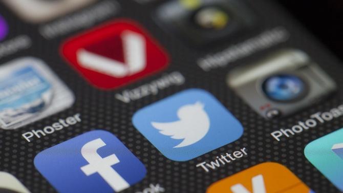 Туитър и Фейсбук блокираха акаунти, публикуващи информация за изборите в САЩ