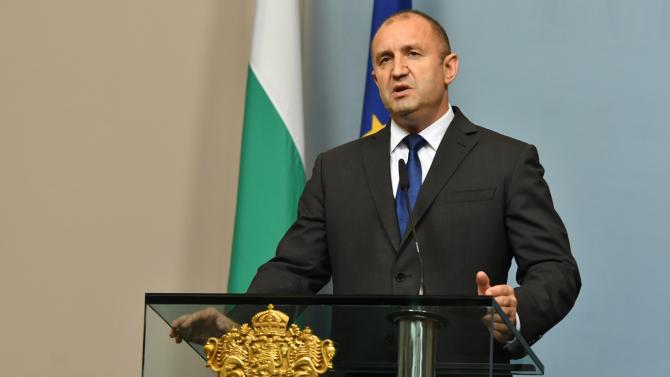 Румен Радев разговаря със Стево Пендаровски
