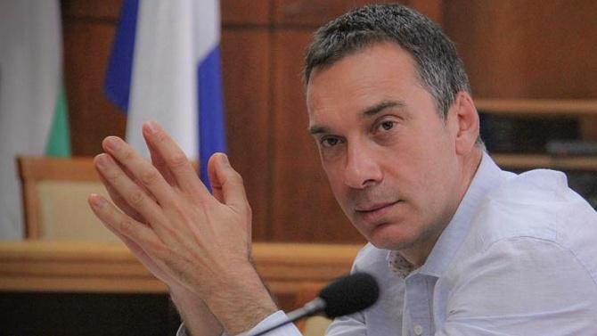 Димитър Николов пита бургазлии как да празнуват Никулден заради пандемията