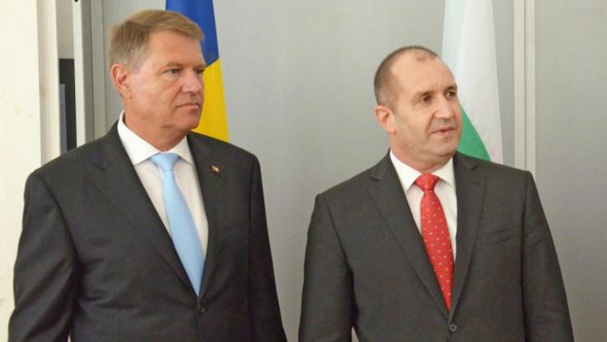 Румен Радев разговаря с румънския си колега