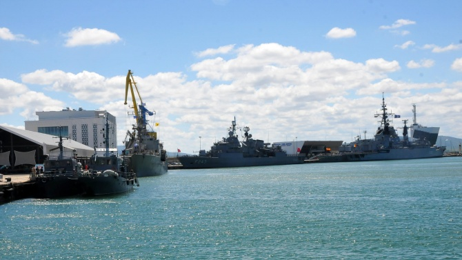 До дни подписваме договор за два нови военни кораба
